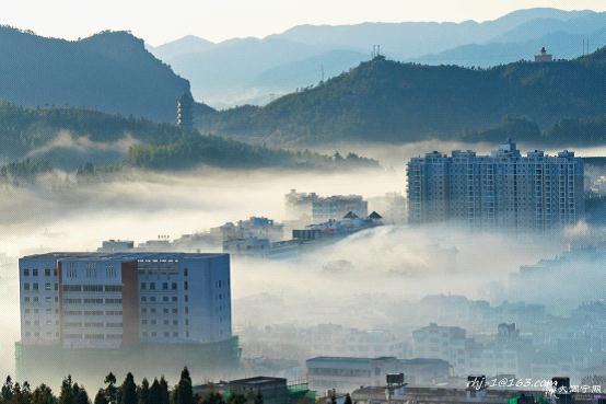山城雾海神仙所