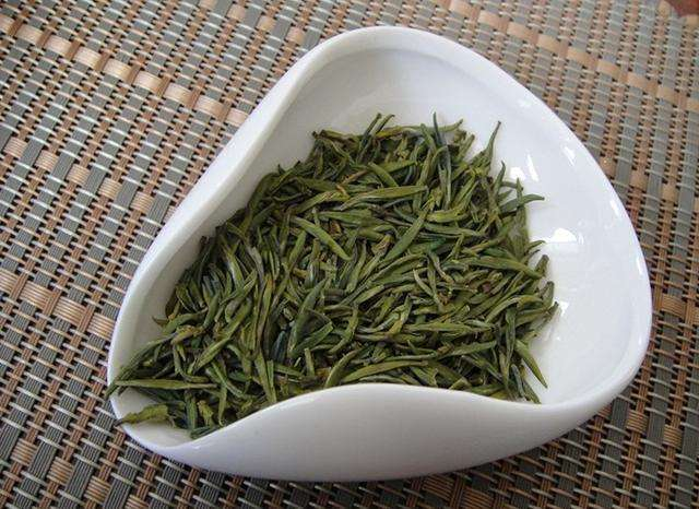 桐庐雪水云绿茶